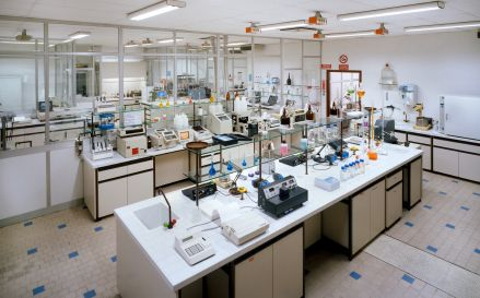laboratory.jpg (439×273)