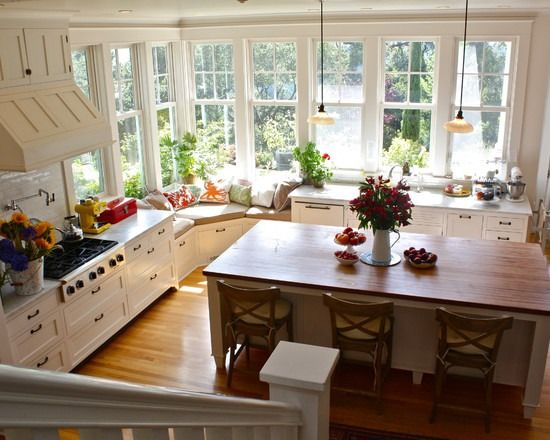 camelia12:  aleatoirefrancais:  mylittledreamhome:  A kitchen with everything you could possibly need.  Love the windows and the window seat  I would like an oven, though…