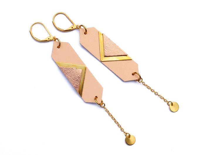 Boucles d'oreilles cuir, bijou pastel chair poudre : Boucles d'oreille par fosseth