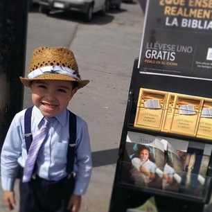 @warroversanchez's little nephew helping out with public witnessing in Chihuahua, Mexico. Submit your photos etc…