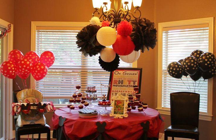 IDEA....The table cloths with mickey heads