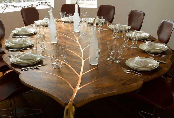 A bútortervező dizájnerek kreativitásukkal néha képesek műalkotássá változtatni egy asztalt, mely funkcióját megtartva használati tárgyként, bútorként és műtárgyként is megállja a helyét. Az alábbi válogatásban 19 látványos asztalt láthattok, melyek elmossák a határokat művészet és bútortervezés között.