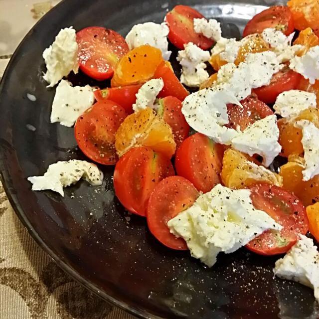 みかんの甘さが意外とマッチ♪ 美味しかった~♪*゚ - 6件のもぐもぐ - トマトとオレンジのモッツァレラサラダ by kunoshio