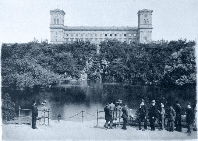 Karel Bellman: Městský park před nádražím císaře Františka Josefa, kolem 1893, světlotisk.