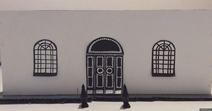 """Altro esame in #Harim, con il docente Daniele Spitaleri INsideOUTsideDESIGNER, per gli studenti di """"Interior & Product #Design"""" con la verifica """"Tecniche per l'Allestimento: Allestimento culturale - presentazione del libro"""". Nicolò firma il suo progetto ispirato al #libro """" #Messina Arcana"""". #thatsharim www.harim.it"""