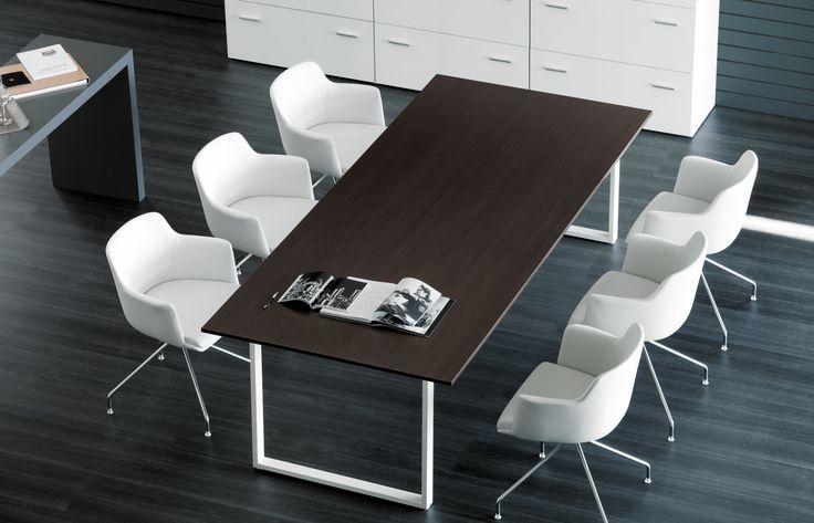 Mesa de reuniones, de estilo moderno.