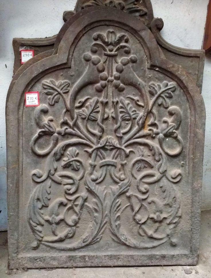 Plancha De Fundición Para Chimenea  ◄►   Antigua plancha o chapa de hierro, de fundición, decorativa, para chimeneas antiguas. Esta placa tiene un bajorrelieve simétrico.  ◄►   Ref:R0654  ◄►   Realizamos envíos  ◄►   Comparte en tu red social   ◄►   P.V.P 210€