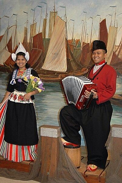 Dutch traditional clothes .