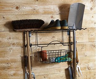 No risk of tripping up on tools left standing in your shed with this wall rack. Store long-handled rakes, hoes, spades, forks and brooms safely off the floor and