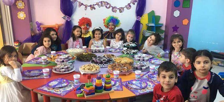 İstanbul doğum günü organizasyonu için en doğru tercih olan palyaço kiralama hizmeti; hem çocuklar hem de davetliler için neşeli ve sempatik palyaço oyunları ve