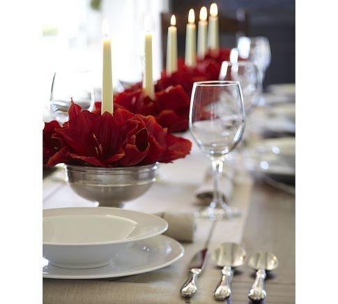 Christmas bouquet: Red Christmas Floral Design, Floral Centerpieces, Holidays Ideas Decor, Christmas Tables, Table Arrangements, Christmas Decor, Floral Arrangements, Christmas Bouquets, Christmas Arrangements