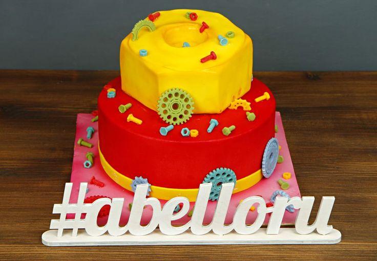 """Детский торт """"Винтик""""  Что может порадовать ребенка больше, чем красочный и яркий торт🎂 в его день рождения. В нашем тортике """"Винтик"""" сочетается необычный внешний вид и вкуснейшие натуральные начинки. Такой праздничный торт останется в памяти ребенка надолго😉  Изготовление торта как на фото возможно от 3-х кг всего за 2350₽/кг.  Специалисты #Абелло готовы помочь с выбором красивого и качественного десерта по любому поводу по единому номеру: +7(495)565-3838 Телефон/WhatsApp/Viber. Наш сайт…"""