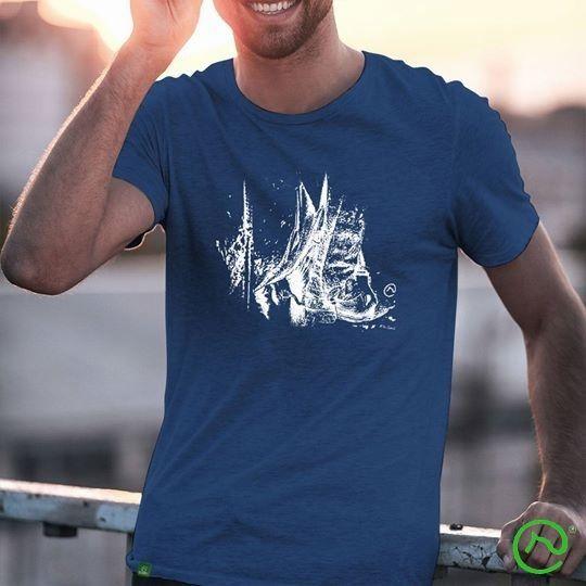 b79c8db641bd62 Camiseta azul com estampa estilizada Bota, uma peça de moda leve e ...