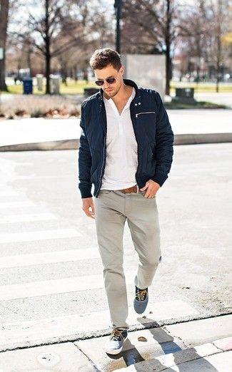https://lookastic.es/moda-hombre/vaqueros-grises/como-combinar