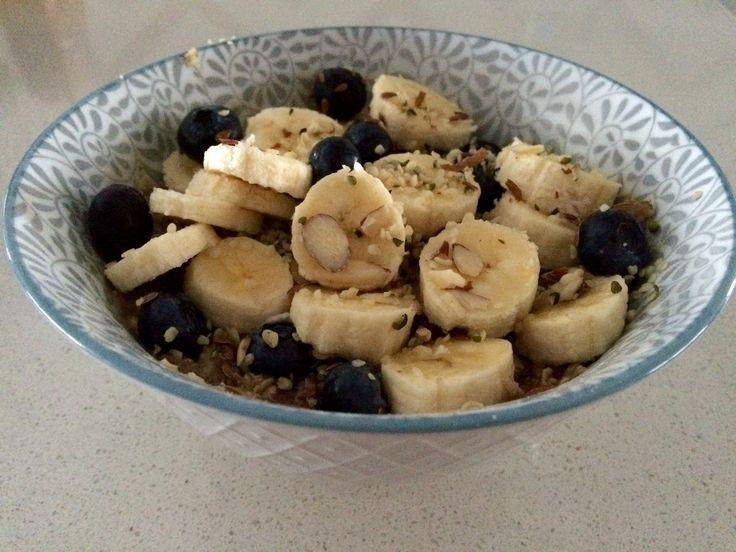 Blueberry&Banana oatmeal! Oatmeal, hempseeds, flaxseeds, slivered almonds, blueberries and bananas!