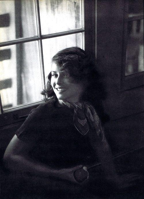 Paulette Goddard by Tony von Horn, 1935