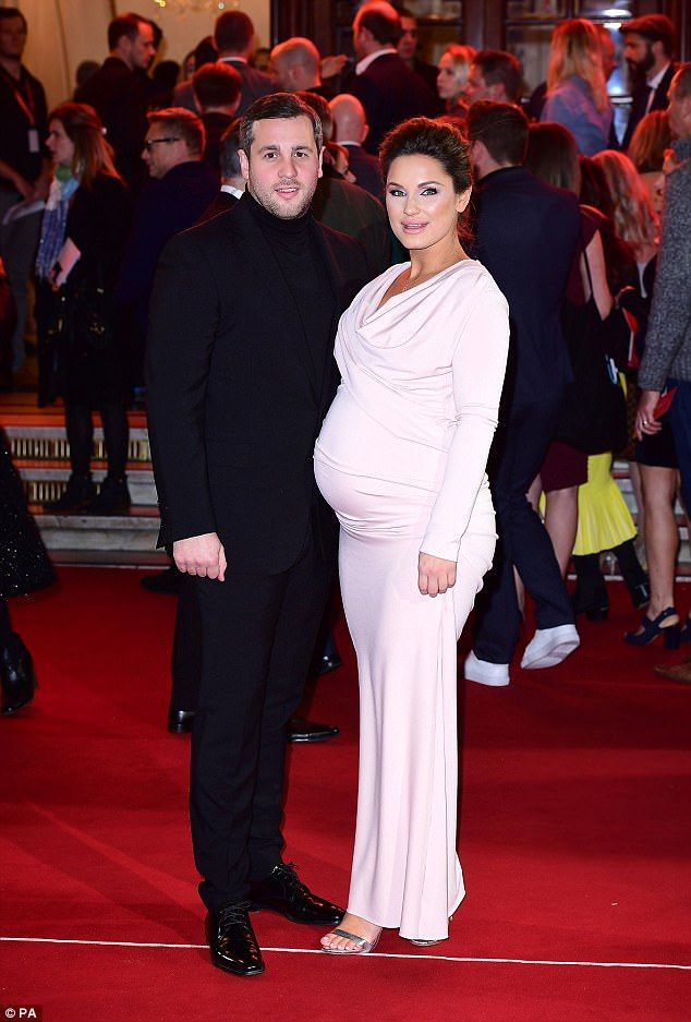 Pregnant Sam Faiers looks glamorous at ITV Gala awards | Daily Mail Online