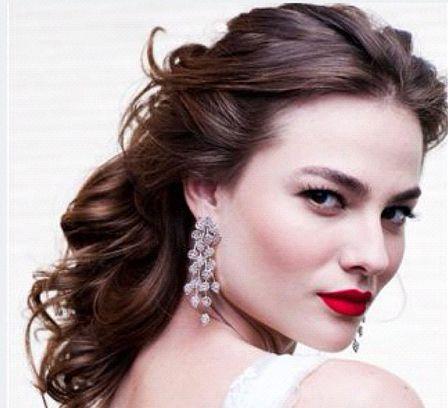 De Biaggi mostra noiva sensual com boca vermelha, cabelo solto e make matte - Festa - Extra Online