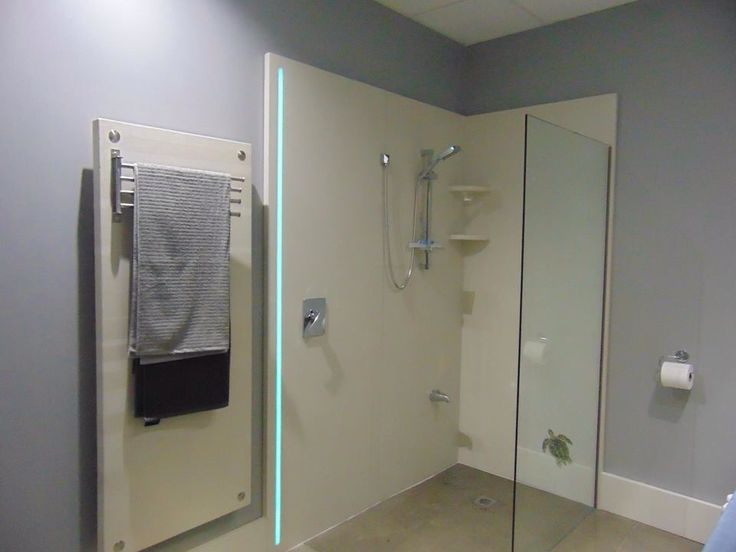 Douche italienne de b ton poli avec insertion d 39 une bande for Construire sa salle de bain