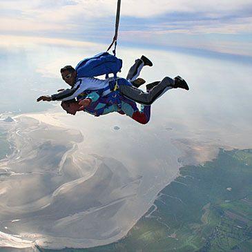Saut parachute en tandem Mont Saint Michel 50 - Sport Découverte - www.sport-decouverte.com