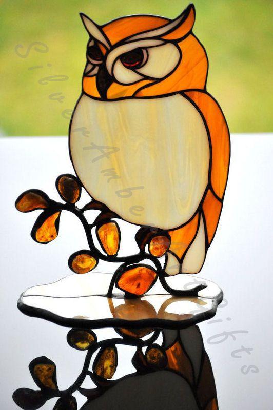 Vidrio manchado buho Ave de cristal tiffany. Una decoración