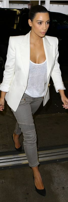 Who made  Kim Kardashian's white blazer, black suede pumps, and gray zipper pocket skinny jeans?