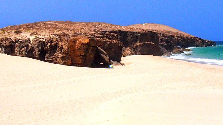 #BoaVista, #Kapverden, die Tour zu den Felsformationen des Praia de #Varandinha und der Aufenthalt an diesem wunderschönen #Strand bleiben jedem #Urlauber lange in Erinnerung und sind daher ein Muß. Ideal sind die günstigen und individuellen #Touren mit http://boavista-tours.com , nach Boa Vista in den #Urlaub kommt man einfach über http://boavistianer.de/kapverden-boa-vista-urlaub.php ..#nostress ...