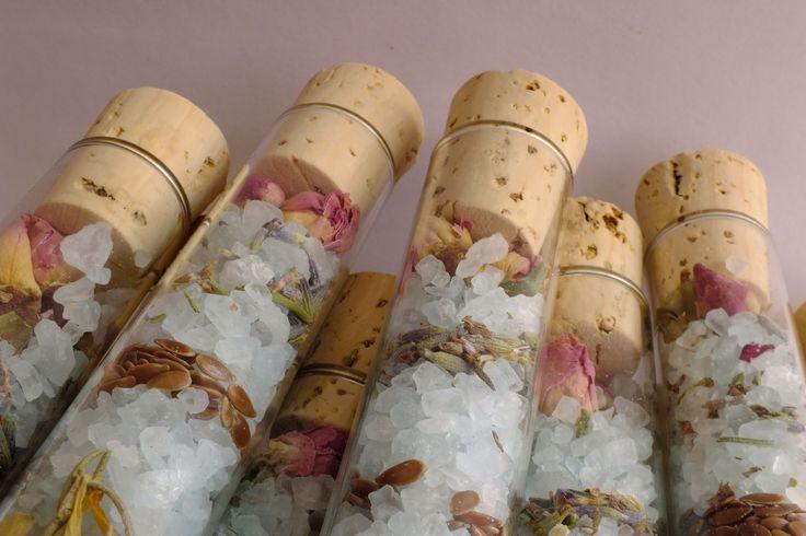 Los tapones de todos los tubos son de corcho natural.