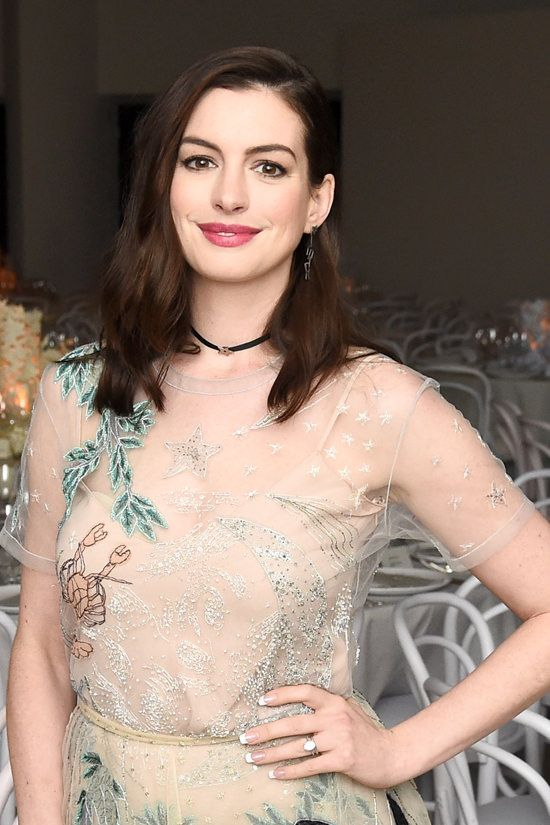 anne-hathaway-2016-guggenheim-international-gala-made-possible-dior-red-carpet-fashion-dior-tom-lorenzo-site-3