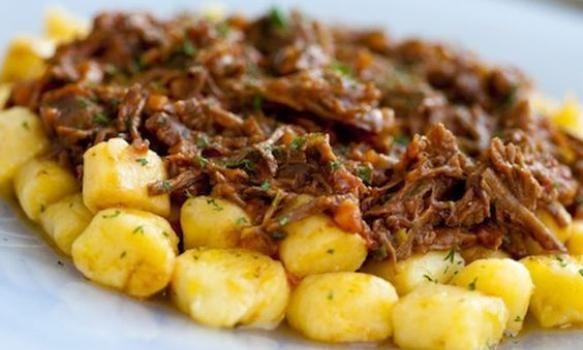 Nhoque de Mandioquinha com Ragu de Fraldinha #pasta #nhoque ragu #massas