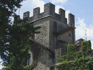 Le Palagio Fiorentino à Stia en Toscane est un musée dont les tours ont été remaniées et même reconstruites. Bien qu'il présente une architecture non médiévale, il n'en garde pas moins la nostalgie de cette époque.