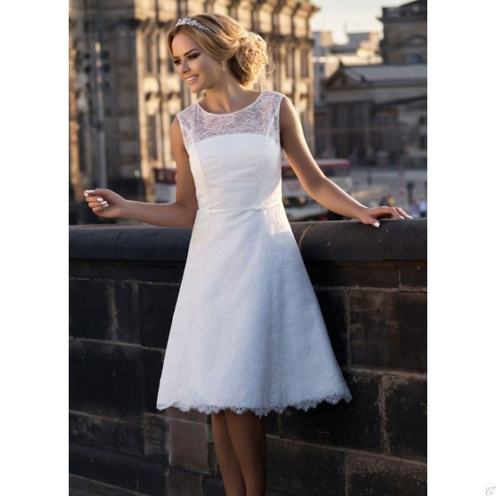 Korte trouwjurk vintage ivoor kant | WomenWants - bruidsmode Zaandam