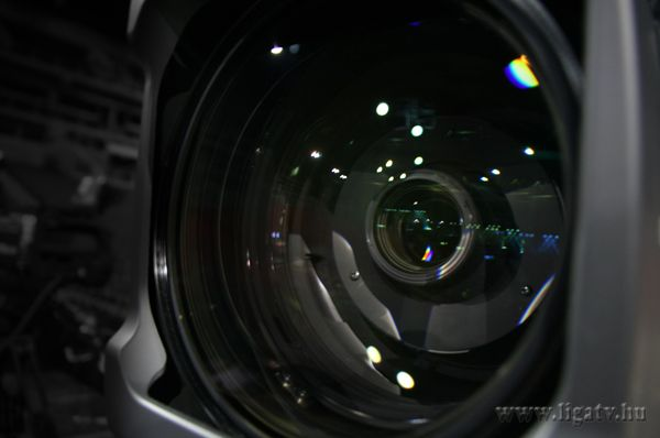 """Image Size: High Definition Studio/Field Lens for 2/3"""" Zoom Ratio: 95x Focal Length: 8,6 mm with Optical Adjustment"""