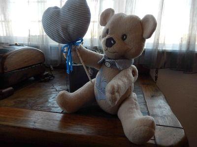 E2:Boy bear with collar and balloon -design by Louisa Meyer