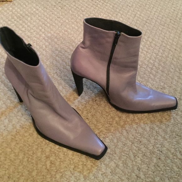 Lavender leather ankle boots Lavender/purple ankle boots. Made in Potugal. Gently worn maybes twice. Leather soles Sapatos Shoes Ankle Boots & Booties