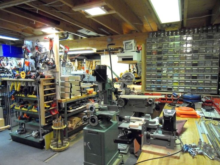 Jacques Jodoin's amazing workshop. Love the storage bins. Large clear ones on top and a few larger bins on bottom.