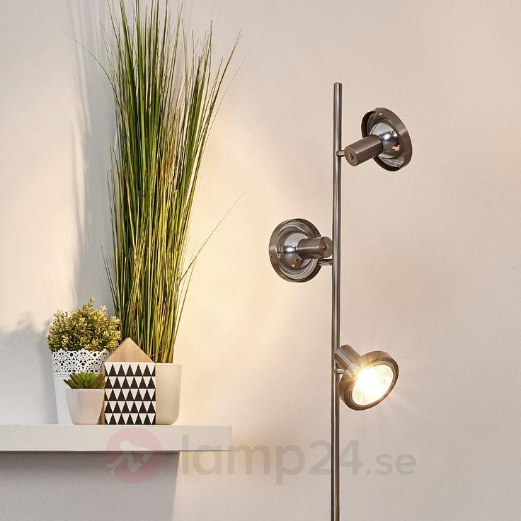 Praktisk golvlampa med tre ljuskällor
