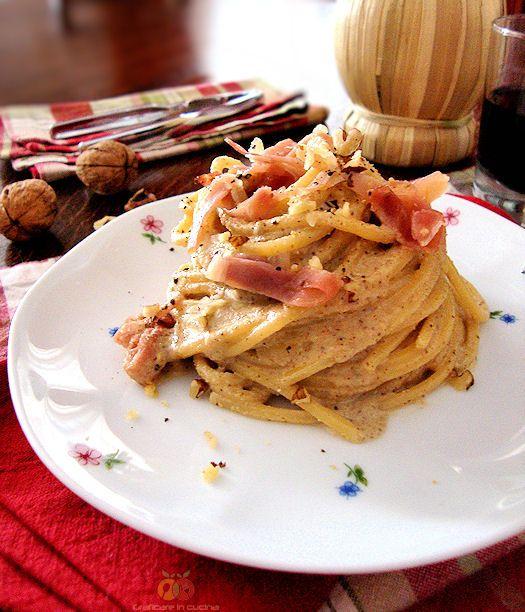 Spaghetto quadrato con noci, Speck e gorgonzola http://blog.giallozafferano.it/graficareincucina/spaghetto-quadrato-con-noci-speck-e-gorgonzola/