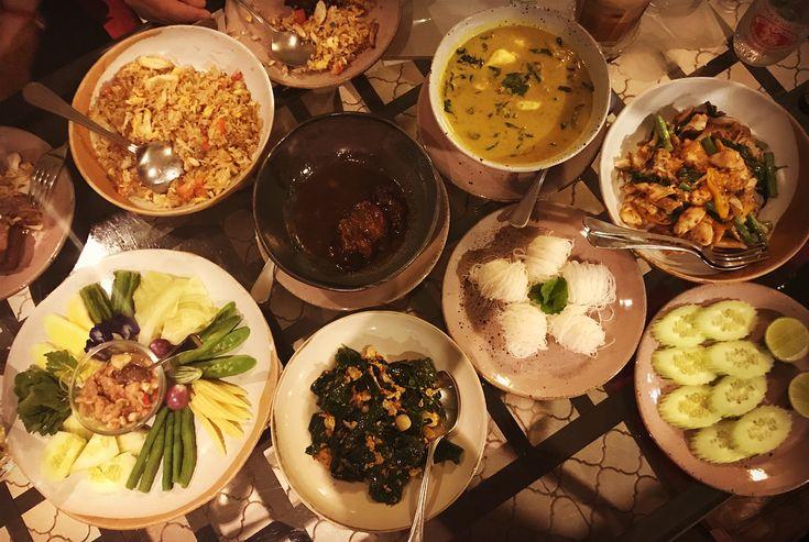 My favorite Southern Thai Restaurant  with my #bestie.  #bangkoklife #amazingthailand #worldtraveler #southern #thaifood #crab #spicy #love #yummy #instagood #followmeto #อรอยมาก #ชอบ #อมมาก #バンコク生活 #海外生活 #南タイ料理 #美味しい #大好き #かに #てんこ盛り #カニ三昧 #親友 #インスタ映え