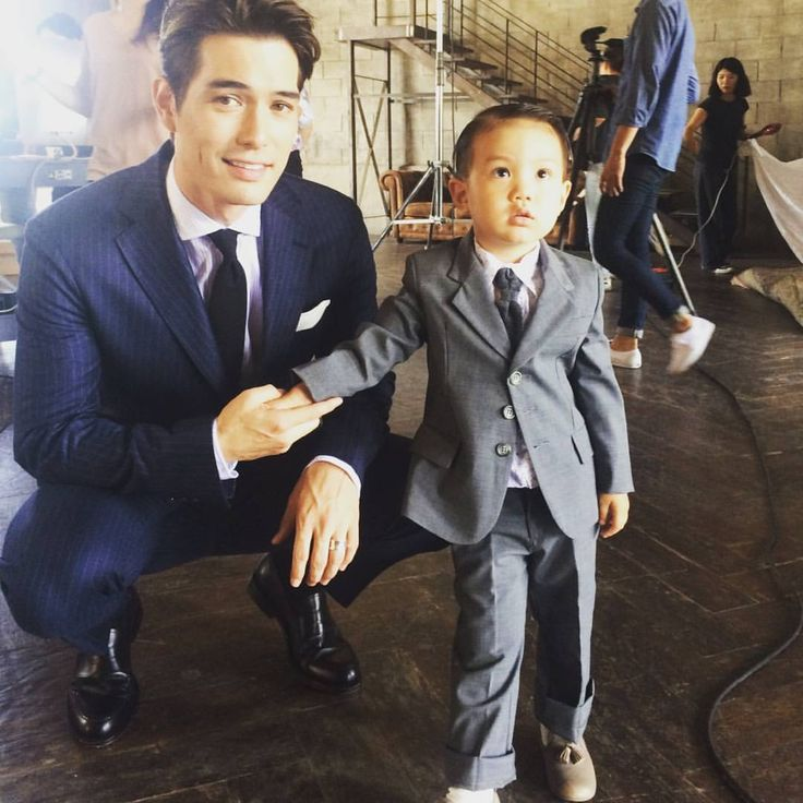 He's only 2yrs old^^ but looks good in a suit!! Lookn sharp Asher~~ love you #태오 and daddy♡