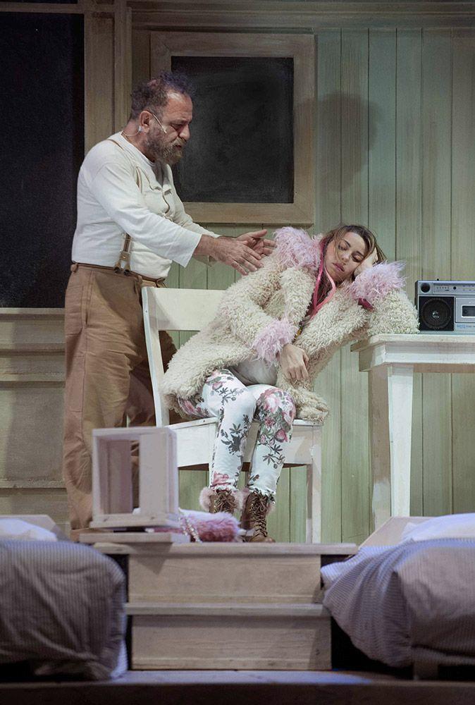 Giobbe Covatta e Gisella Szaniszlò in MATTI DA SLEGARE; foto di Angelo Redaelli