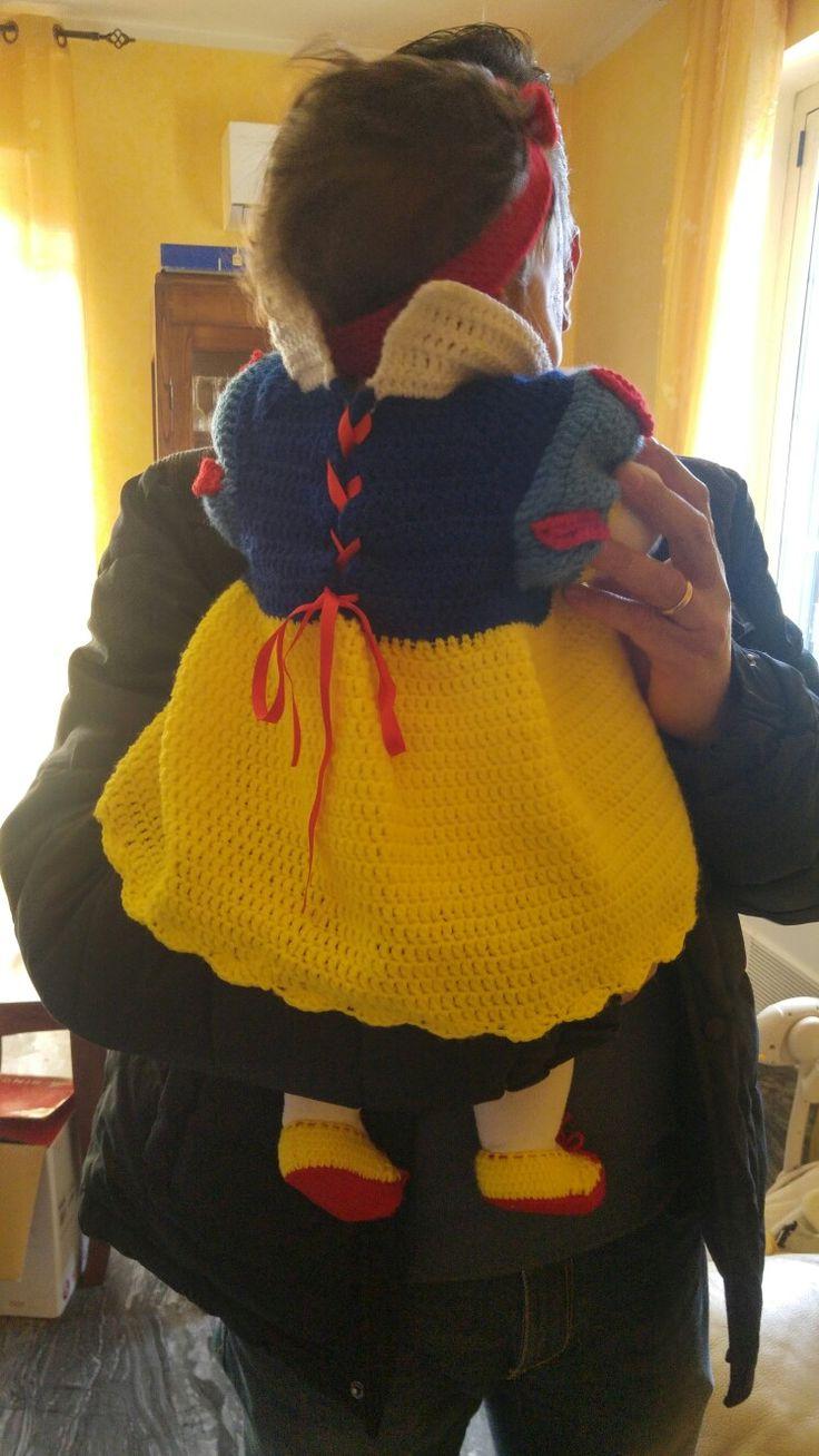 Costume carnevale bambina Biancaneve. Tecnica uncinetto. In lana.