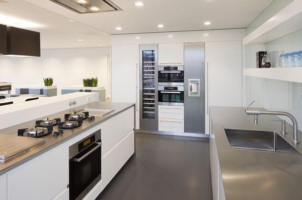 Dutch Design Keukens : Kitchen Remodel with Wine Fridge