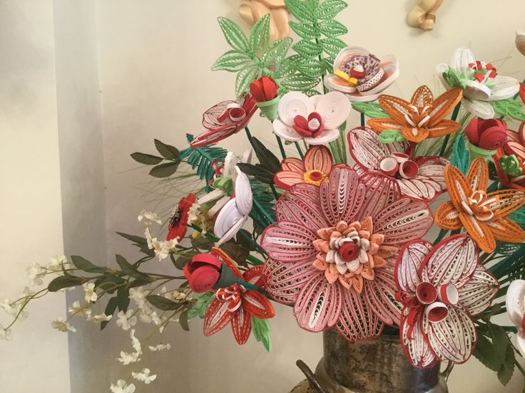 Quilling flowers in a vase by Georgia Mavropoulou