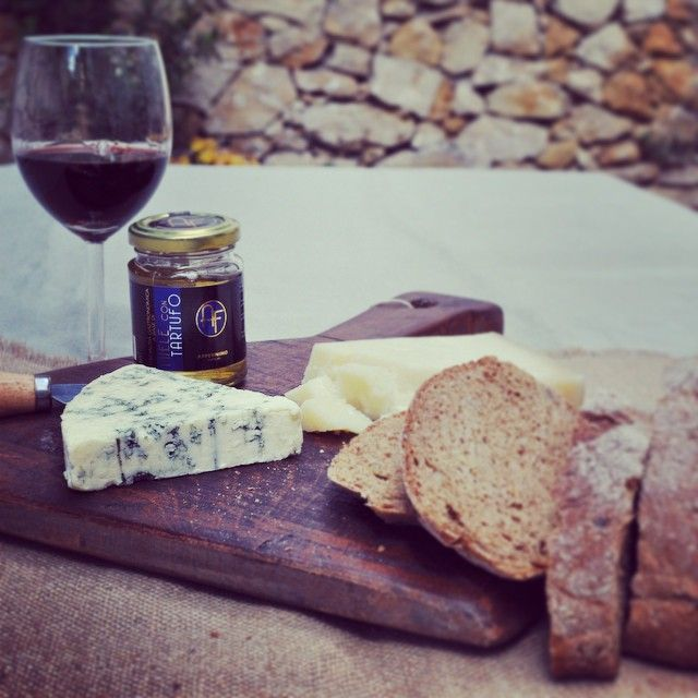 Enjoy a glass of red wine tonight with some cheese accompanied by truffle honey! #appennino #truffle #honey #red #wine #cheese #taste #yummy #food #italian #diterra #diterraexclusivefood