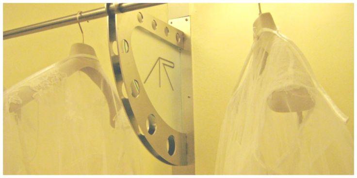 """Quando si entra nell'atelier di Alessandra Rinaudo è come camminare in punta di piedi nel sogno di tutte le spose. Stoffe preziose, tulle e pizzo raffinatissimo che accarezzano il cuore, diventano abiti da sogno per rendere qualunque donna,regina nel giorno … <span class=""""link-beh"""" onClick=""""javascript:location.href='http://www.zankyou.it/p/anteprima-bridal-shoes-2015-by-alessandra-rinaudo-enzo-miccio-cascate-di-pizzo-francese-e-nuvole-di-tulle-per-la-sposa-piu-in-69017';"""" ..."""