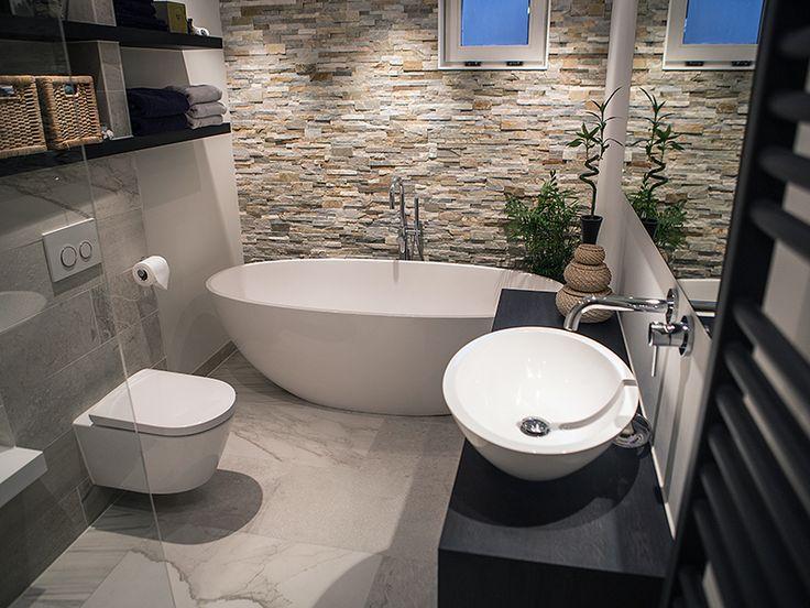 25 beste idee n over luxe badkamers op pinterest luxe badkamers badkuipen en luxe - Kamer van rustieke chic badkamer ...