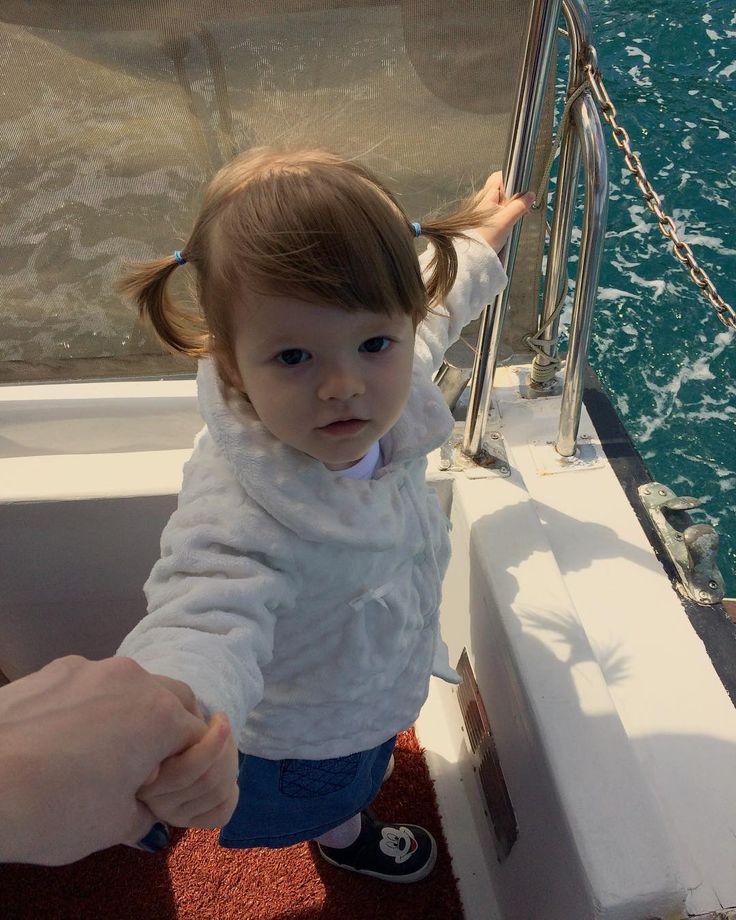 Miniğim��#istanbul#sahil#boğaz#tarabya#tekne#gezinti#teknekeyfi#mangal#mangalkeyfi#fotoğraf#anıyakala#anıyaşa#saç#stil#orijinalhaircolor#hair#blonde#blondehair#blondegirl#instababy#deniz#denizhavası#sarışın#kız#babygirl#snap#snapshot#annelergünü#gamzeli#gamzelimelek http://turkrazzi.com/ipost/1515312096999397375/?code=BUHeFLhgFf_