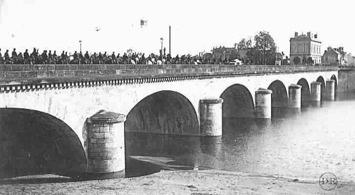 Pont Napoléon vue de l'aval. Saumur