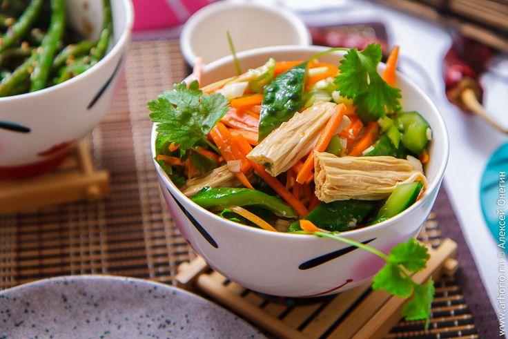 Подборка лучших азиатских рецептов для тех, кто начинает пробовать азиатские блюда и хочет узнать о них больше. Вас ждут ароматы Индии, Таиланда и других стран!